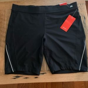 Xersion black fitted short, size 1X, NWT